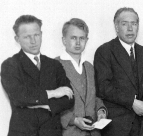 Werner Heisenberg, Piet Hein, and Niels Bohr at a conference at the NBI in 1932